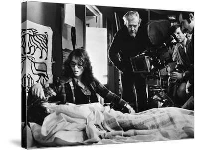 LE LOCATAIRE, 1976 directed by ROMAN POLANSKI On the set, Roman Polanski directs Isabelle Adjani (p--Stretched Canvas Print