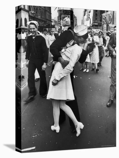 V-J Day in Times Square-Alfred Eisenstaedt-Stretched Canvas Print