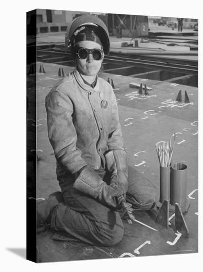 Woman Working as a Ship Welder in the Richmond Shipyards-Hansel Mieth-Stretched Canvas Print