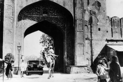1930 Cadillac Saloon Beneath the Amber Gate, Jaipur, India, (C193)--Photographic Print