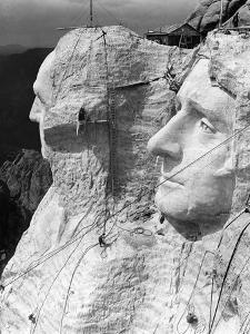 1930s Mount Rushmore under Construction Men Working on George Washington