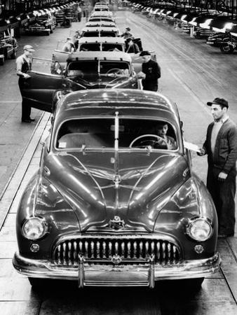 1950s Head-On View Buick Automobile Assembly Line Detroit, Michigan