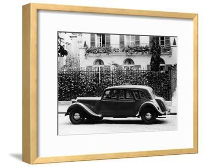 1954 Citroën 15CV Familiale Parked Outside a House