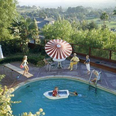 https://imgc.artprintimages.com/img/print/1959-a-family-at-their-backyard-swimming-pool_u-l-q130yfl0.jpg?p=0
