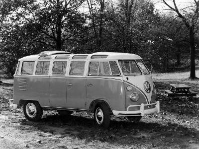 1963 Volkswagen Bus--Photo