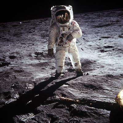 https://imgc.artprintimages.com/img/print/1st-steps-of-human-on-moon-american-astronaut-edwin-buzz-aldrinwalking-on-the-moon_u-l-pwgkyi0.jpg?artPerspective=n