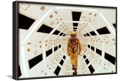 2001: A Space Odyssey Directed by Stanley Kubrick Avec Gary Lockwood--Framed Photographic Print