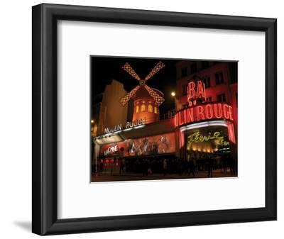 2010 Moulin Rouge at night