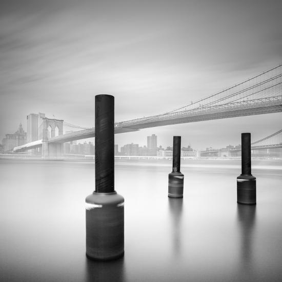 3 Postes en Brooklyn Bridge-Moises Levy-Photographic Print