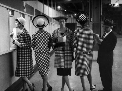 https://imgc.artprintimages.com/img/print/5-models-wearing-fashionable-dress-suits-at-a-race-track-betting-window-at-roosevelt-raceway_u-l-p3m6ie0.jpg?artPerspective=n