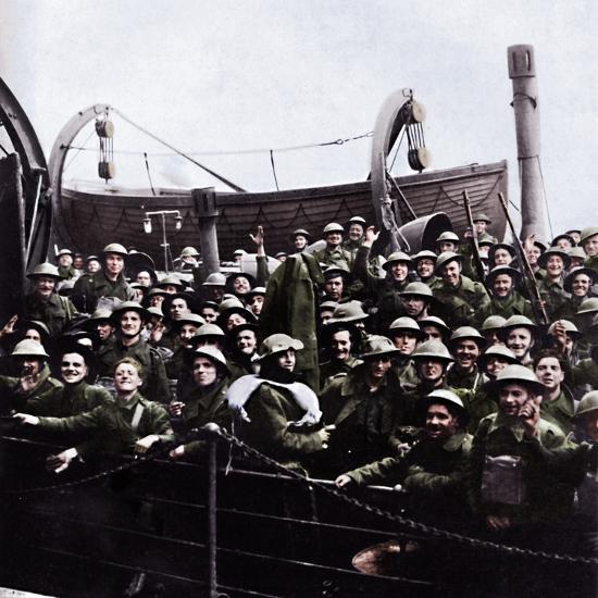 A boat of soldiers rescued from Dunkirk, 1940, (1945)-Unknown-Photographic Print