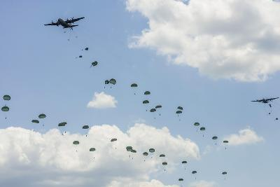 A C-130 Hercules Drop U.S. Army Airborne Troops over Maryland--Photographic Print