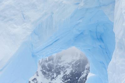 https://imgc.artprintimages.com/img/print/a-close-up-of-an-iceberg-near-cuverville-island-antarctica_u-l-pyyc970.jpg?p=0