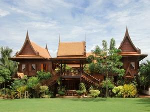 A Contemporary Thai Style House