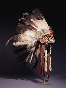 A Fine Sioux War Bonnet, Sewn with Twenty-Nine Eagle Feathers