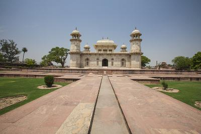 A Footpath Leads to the Sandstone Mausoleum of the Moghul Emperor Humayun-Roberto Moiola-Photographic Print