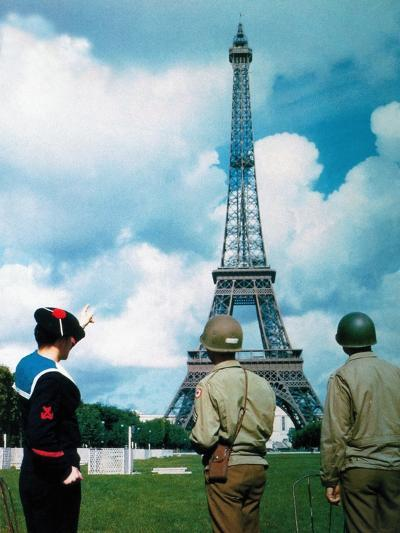 A French Sailor and Two Gis from Army Service Forces Looking at the Eiffel Tower--Photographic Print