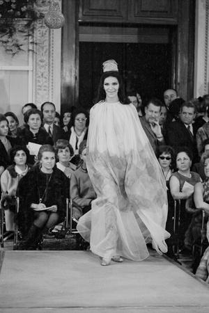 https://imgc.artprintimages.com/img/print/a-girl-in-a-tulle-dress-modeling-at-palazzo-pitti_u-l-q10qmqa0.jpg?p=0