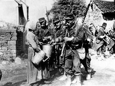 A Group of French Soldiers, They Quench Their Thirst in a Village of the Belgian Border--Photographic Print