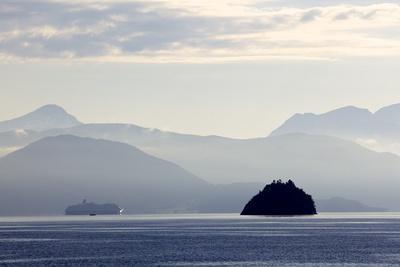 https://imgc.artprintimages.com/img/print/a-hurtigruten-cruise-boat-in-the-fjords-of-norway-scandinavia-europe_u-l-po6klo0.jpg?p=0