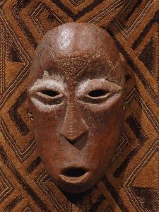 A Lega Bone Mask, Lukunga