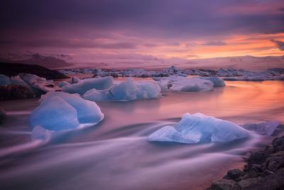 https://imgc.artprintimages.com/img/print/a-long-exposure-of-a-sunset-over-glacier-bay-in-iceland_u-l-q12woef0.jpg?p=0