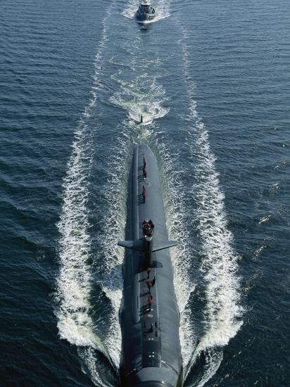 A Los Angeles-Class Attack Submarine Cruises into Port-Joel Sartore-Photographic Print