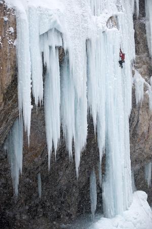https://imgc.artprintimages.com/img/print/a-man-ice-climbing_u-l-pswzfy0.jpg?p=0