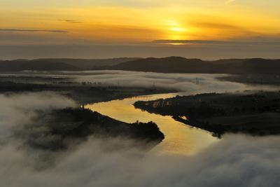 https://imgc.artprintimages.com/img/print/a-misty-morning-view-looking-down-the-river-tay-in-autumn-kinnoull-hill-woodland-park-scotland_u-l-q10o5z60.jpg?p=0