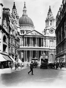 A Number Thirteen Bus Along Ludgate Hill, 1910