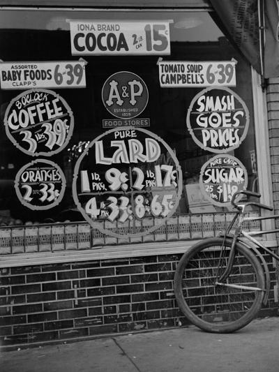 A&P Chain Food Market Advertises its 1939 Food Prices--Photo