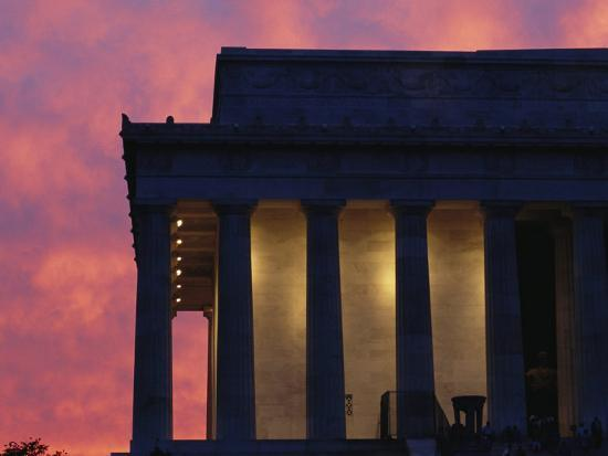 A Pink Sky Above the Lincoln Memorial--Photographic Print