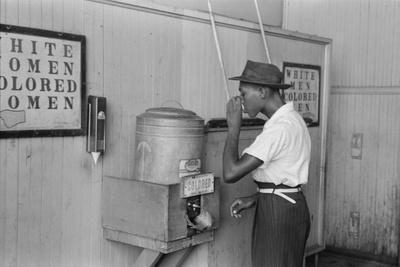 https://imgc.artprintimages.com/img/print/a-segregated-water-fountain-at-oklahoma-city-1939_u-l-q1by5u50.jpg?p=0