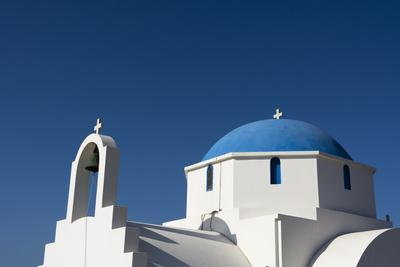 https://imgc.artprintimages.com/img/print/a-small-blue-and-white-chapel-on-antiparos-island_u-l-pyye1r0.jpg?p=0