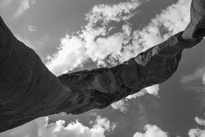 https://imgc.artprintimages.com/img/print/a-stone-arch-in-arches-national-park-utah_u-l-pwdtot0.jpg?p=0
