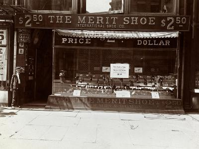 A Storefront of the International Shoe Co., New York, 1905-Byron Company-Giclee Print