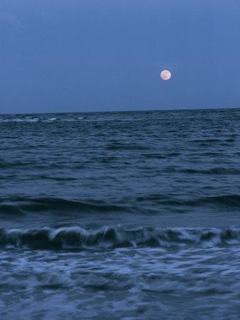 https://imgc.artprintimages.com/img/print/a-twilight-shot-of-waves-coming-into-shore-with-the-moon-in-the-background_u-l-p4gr3m0.jpg?p=0