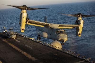 A U.S. Marine Corps MV-22B Osprey Lands on USS Kearsarge--Photographic Print