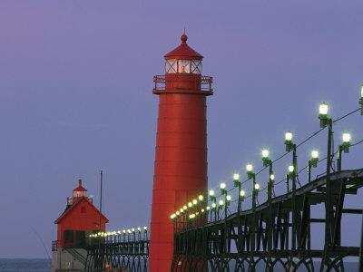 https://imgc.artprintimages.com/img/print/a-view-of-the-grand-haven-lighthouse-at-dawn_u-l-p4bu6e0.jpg?p=0