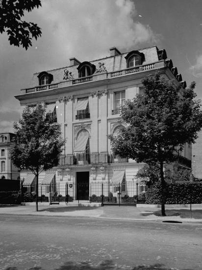 A View Showing the Exterior of the Duke and Duchess of Windsor's New Home-William Vandivert-Premium Photographic Print