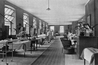 A Ward in Guy's Hospital, Southwark, London, 1904--Giclee Print