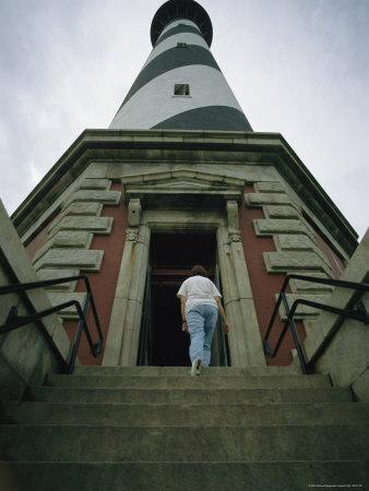 https://imgc.artprintimages.com/img/print/a-woman-enters-the-towering-cape-hatteras-lighthouse_u-l-p4rrns0.jpg?p=0
