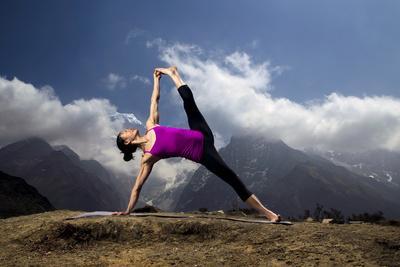 https://imgc.artprintimages.com/img/print/a-woman-practices-a-side-plank-pose-or-vasisthasana-in-phortse_u-l-po8e7e0.jpg?p=0