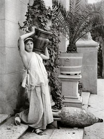A Young Woman Carrying a Roman Vase on Her Shoulder, 1902-1903-Antonio Canovas-Giclee Print
