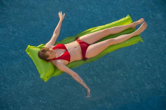 A Young Woman in a Pool on Virginia Beach, Virginia-Joel Sartore-Photographic Print