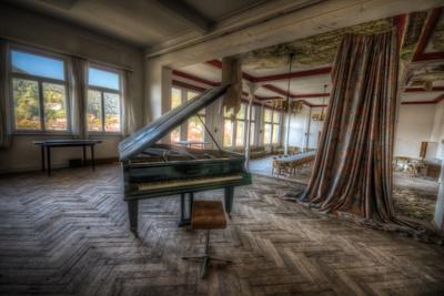 https://imgc.artprintimages.com/img/print/abandoned-building-interior_u-l-pz0gst0.jpg?p=0
