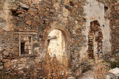 Abandoned Dwelling-Yue Lan-Photographic Print