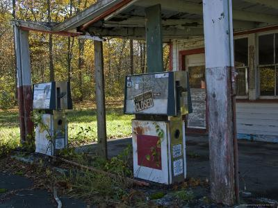 Abandoned Gas Station-Todd Gipstein-Photographic Print