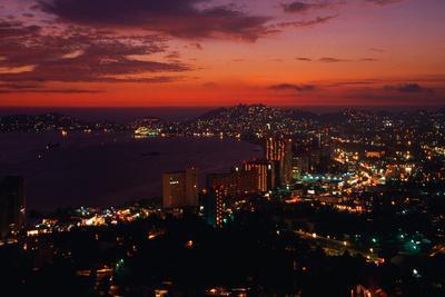 https://imgc.artprintimages.com/img/print/acapulco-at-twilight_u-l-pzoqaz0.jpg?p=0