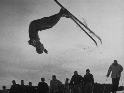 https://imgc.artprintimages.com/img/print/acrobatic-skier-jack-reddish-in-somersault-at-sun-valley-ski-resort_u-l-p6954l0.jpg?p=0